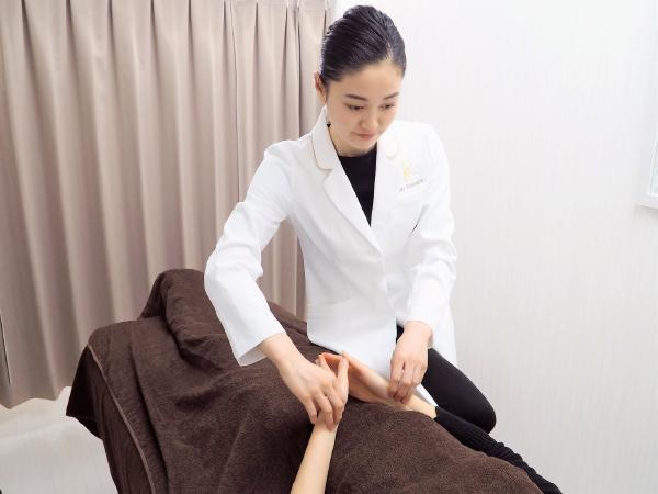 西宮の美容鍼専門鍼灸院ハリエッセンスの検査、体表観察